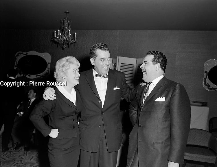 Ti-Gus et Ti-Mousse <br /> en compagnie de l'animateur vedette de CKCV, St-Georges Cote ,le 4 fevrier 1960<br /> <br /> Photographe : Lefaivre & Desroches<br /> - Agence Quebec Presse