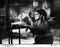 Prod DB © Films du Carrosse / DR<br /> MATA-HARI (MATA HARI) de Jean-Louis Richard 1964 FRA/ITA<br /> avec Jeanne Moreau<br /> espionne, guerre, fusillade, revolver<br /> d'aprËs le scÈnario de Jean-Louis Richard et FranÁois Truffaut