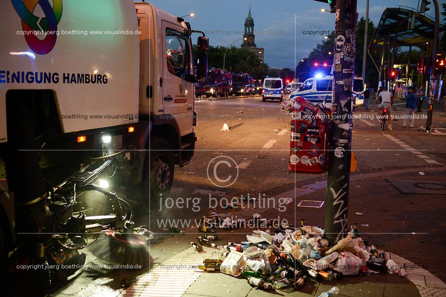 GERMANY, Hamburg, Good bye hell, police going home, big cleaning after protest rally on St. Pauli against G-20 summit in july 2017 / DEUTSCHLAND, Hamburg, St. Pauli, Stadtreinigung nach Protest Demo gegen G20 Gipfel in Hamburg im Einsatz