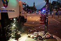 GERMANY, Hamburg, Good bye hell, police going home, big cleaning after protest rally on St. Pauli against G-20 summit in july 2017 / DEUTSCHLAND, Hamburg, St. Pauli, Stadtreinigung nach Protest Demo gegen G20 Gipfel in Hamburg im Einsatz