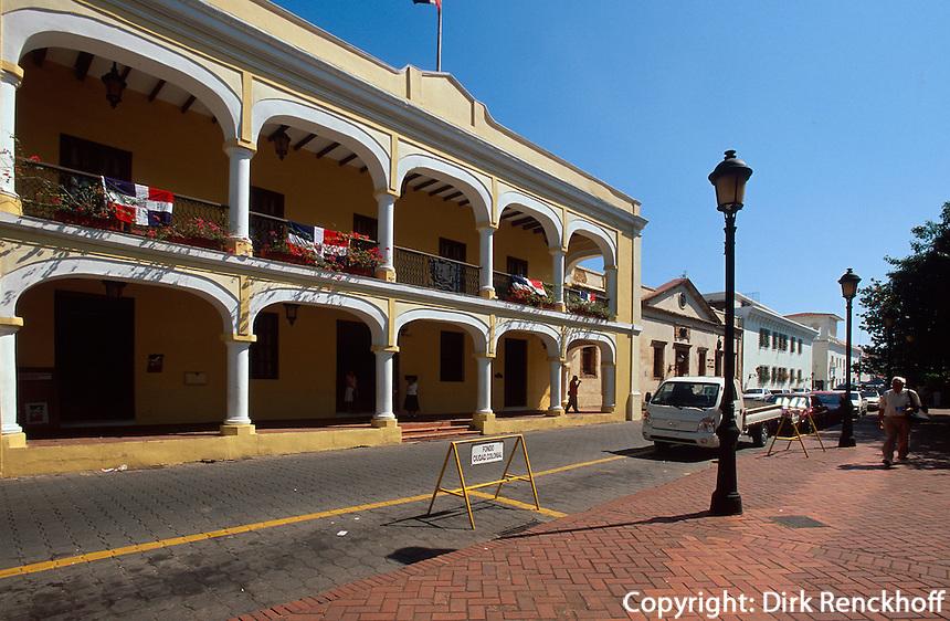 Dominikanische Republik, Stadtverwaltung am Parque de Colon in Santo Domingo, UNESCO-Weltkulturerbe