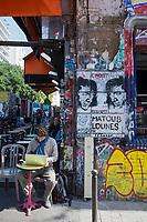 France, Paris (75), quartier de Belleville, La rue Dénoyez,  paradis des graffeurs de Belleville,  de nombreuses galeries et ateliers issus de l'ancien squat de la grange aux belles peuplent et valorisent la création sous toutes ses formes.// France, Paris, Belleville Distric,  Dénoyez Sreet, graffiti paradise Belleville,<br />  [Non destiné à un usage publicitaire - Not intended for an advertising use]