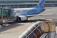 - Praga airport, Boeing 737-55S airliner of Czech Airlines (CSA)....- aeroporto di Praga, aereo di linea Boeing 737-55S delle Czech Airlines (CSA)