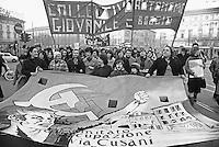 - manifestation of the leftist groups for the right to the home (Milan, january 1977)....- manifestazione dei gruppi di sinistra per il diritto alla casa (Milano, gennaio 1977)