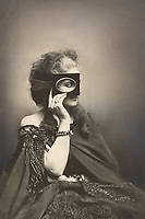 """Virginia Oldoini (1837-1899) comtesse de Castiglione, courtisane, elle fut l'espionne de NapoleonIII, ici tenant un cadre de velours noir comme un masque (dimension de voyeurisme), photo de Pierre Louis Pierson intitulee Scherzo di Follia, c. 1865  --- Italian Virginia Oldoini (1837-1899), countess of Castiglione , she was the spy of french emperor NapoleonIII, holding an oval picture frame up to her eye, photo by Pierre Louis Pierson """"Scherzo di Follia"""" c. 1865"""