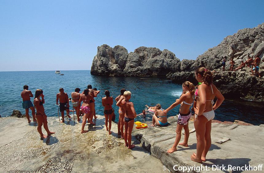 Italien, Capri, Badegäste bei Punta Carena