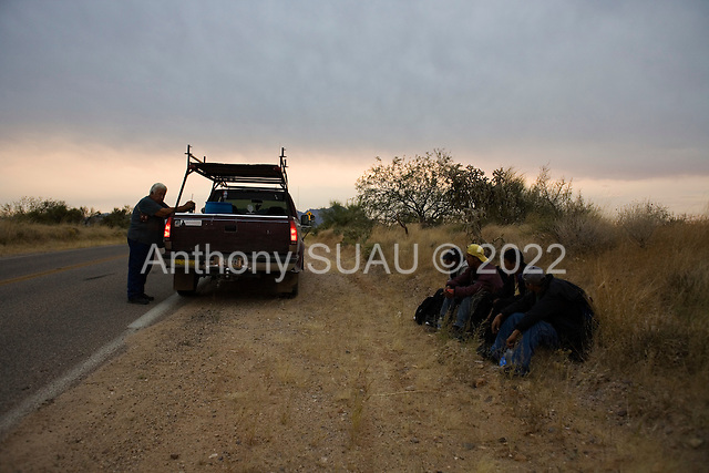 Three Points, Arizona.USA.October 23, 2006..Arizona resident David Jones (handle- Pineapple6), is a member of the Minuteman Civil Defense Corps of Arizona. Near the King Anvil Ranch where he stopped 4 Mexicans who have crossed the border illegal. They give the four water and hold until the Arizona border patrol arrives to detain them and send them back to Mexico....