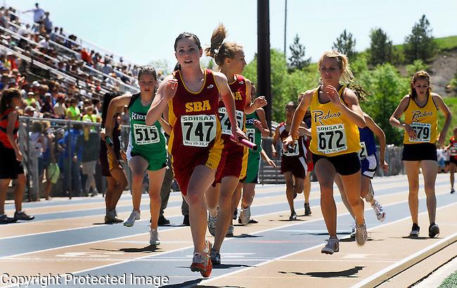 Inertia Photo/Dick Kettlewell:  Girls' 4x800 relay - 1st heat