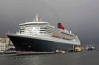 Transatlântico Queen Mary 2 no porto do Rio de Janeiro. 2006. Foto de Caetano Barreira.