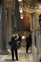 Visita guidata alla Basilica di San Clemente.Corso di storia dell'arte, docente Stefania Laurenti.Upter. L' Università popolare di Roma si occupa dell' apprendimento permanente degli adulti.Popular University of Rome is responsible for Life Long Learning.