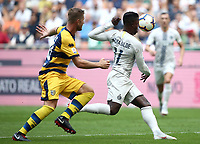 Calcio, Serie A: Inter Milano-Parma, Giuseppe Meazza stadium, September 15, 2018.<br /> Inter's Keita Balde (r) in action with Parma's Riccardo Gagliolo (l) during the Italian Serie A football match between Inter and Parma at Giuseppe Meazza (San Siro) stadium, September 15, 2018.<br /> UPDATE IMAGES PRESS/Isabella Bonotto