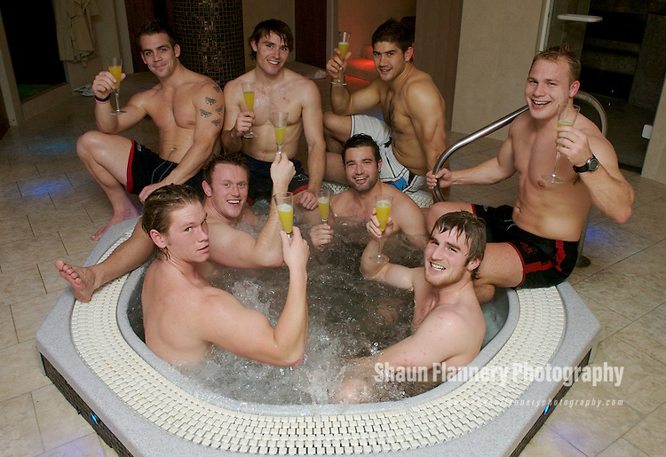 Pix: Shaun Flannery/sf-pictures.com....COPYRIGHT PICTURE>>SHAUN FLANNERY>01302-570814>>07778315553>>..12th December 2007.............Elements Medi Spa, Thorne Road, Doncaster...Rugby players from Doncaster Knights RUFC...L-R (back) Tom Luke, Spencer Davey, Scott Gray, Ben Jones (front) Dan Storey, Mark Soden, Chris Planchant, James Rothwell..