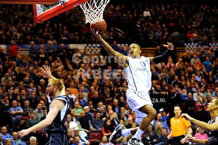 GRONINGEN - Basketbal, Donar - ZZ Leiden, halve finale basketbal beker, Martiiniplaza, seizoen 2014-2015, 05-03-2015, score van Donar speler Dejuan Wright