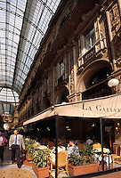 Italien, Lombardei, Cafe in Galeria Vittorio Emauele II in Mailand