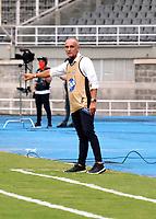 PEREIRA-COLOMBIA, 10–10-2020:  Jose Arastey, tecnico de Envigado F. C. gesticula durante partido de la fecha 13 entre Deportivo Pereira y Envigado F. C., por la Liga BetPlay DIMAYOR 2020, jugado en el estadio Hernan Ramirez Villegas de la ciudad de Pereira. /  Jose Arastey, coach of Envigado F. C. gestures during match of 13th date between Deportivo Pereira and Envigado F. C., for the BetPlay DIMAYOR League 2020 played at the Hernan Ramirez Villegas in Pereira city. / Photo: VizzorImage / Juan Jose Horta / Cont.