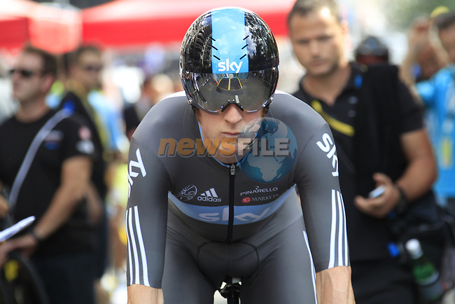 Bradley Wiggins (GBR) Sky Procycling makes his way up the start ramp of the Prologue of the 99th edition of the Tour de France 2012, a 6.4km individual time trial starting in Parc d'Avroy, Liege, Belgium. 30th June 2012.<br /> (Photo by Eoin Clarke/NEWSFILE)