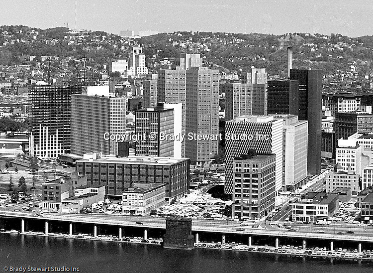 Pittsburgh PA:  View of Pittsburgh's Skyline from a Mt Washington viewing area.