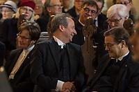 Der Theologe Christian Staeblein ist am Samstag (16.11.2019) mit einem Festgottesdienst in der Berliner Marienkirche in sein Amt als neuer evangelischer Bischof fuer Berlin, Brandenburg und die schlesische Oberlausitz (EKBO) eingefuehrt worden. Bei einem Festgottesdienst wurde zugleich sein Amtsvorgaenger Markus Droege nach zehn Jahren im Bischofsamt in den Ruhestand verabschiedet. An der Feier nahmen rund 700 Gaeste teil, darunter neben zahlreichen Bischoefen anderer Landeskirchen und Gemeindemitgliedern auch der Regierende Buergermeister von Berlin, Michael Mueller, und Brandenburgs Ministerpraesident Dietmar Woidke (beide SPD).<br /> Im Bild vlnr.: Sigrun Neuwerth, Praeses der EKBO, Christian Staeblein und Markus Droege.<br /> 16.11.2019, Berlin<br /> Copyright: Christian-Ditsch.de<br /> [Inhaltsveraendernde Manipulation des Fotos nur nach ausdruecklicher Genehmigung des Fotografen. Vereinbarungen ueber Abtretung von Persoenlichkeitsrechten/Model Release der abgebildeten Person/Personen liegen nicht vor. NO MODEL RELEASE! Nur fuer Redaktionelle Zwecke. Don't publish without copyright Christian-Ditsch.de, Veroeffentlichung nur mit Fotografennennung, sowie gegen Honorar, MwSt. und Beleg. Konto: I N G - D i B a, IBAN DE58500105175400192269, BIC INGDDEFFXXX, Kontakt: post@christian-ditsch.de<br /> Bei der Bearbeitung der Dateiinformationen darf die Urheberkennzeichnung in den EXIF- und  IPTC-Daten nicht entfernt werden, diese sind in digitalen Medien nach §95c UrhG rechtlich geschuetzt. Der Urhebervermerk wird gemaess §13 UrhG verlangt.]