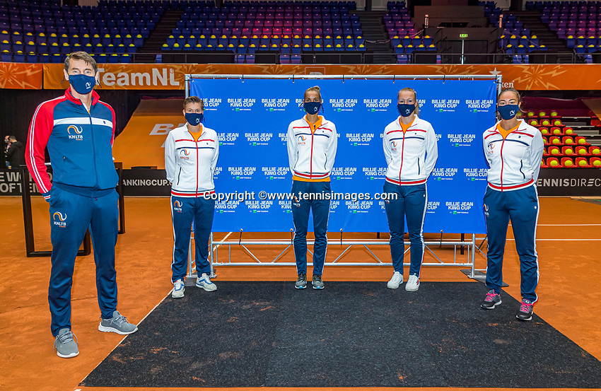 Den Bosch, The Netherlands, April 15, 2021,    Maaspoort, Billy Jean King Cup  Netherlands -  China : Draw ,  Dutch team ltr: Captain Paul Haarhuis, Demi Schuurs, Aranxta Rus, Kiki Bertens and Lesley Pattinama-Kerkhove<br /> Photo: Tennisimages/Henk Koster