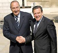 Le chancellier Allemand GERAHRD SCHRODER & le president Francais JACQUES CHIRAC . Reunion Franco - Allemande au palais de l'Elysee. #