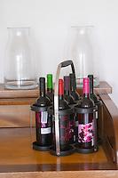 Transporting bottles in a carrying basket. Henrque HM Uva, Herdade da Mingorra, Alentejo, Portugal