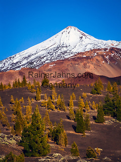 Spanien, Kanarische Inseln, Teneriffa, Teide Nationalpark: der schneebedeckte Pico del Teide (3.718 m)   Spain, Canary Islands, Tenerife, Teide National Park: snow covered Pico del Teide (3.718 m)