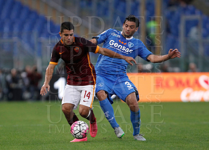 Calcio, Serie A: Roma vs Empoli. Roma, stadio Olimpico, 17 ottobre 2017.<br /> Roma's Iago Falque, left, is challenged by Empoli's Marco Zambelli during the Italian Serie A football match between Roma and Empoli at Rome's Olympic stadium, 17 October 2015.<br /> UPDATE IMAGES PRESS/Isabella Bonotto