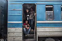 un treno di migranti che attraversa la Macedonia e la Serbia  train of migrants traveling through Macedonia and Serbia