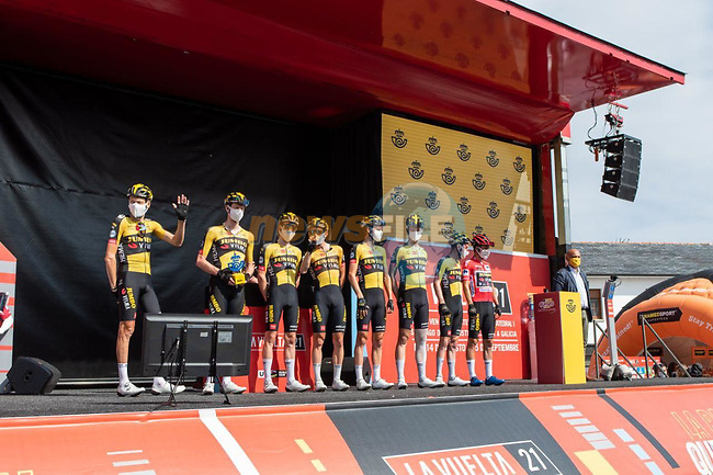 Jumbo-Visma best team from yesterday's stage at sign on before Stage 19 of La Vuelta d'Espana 2021, running 191.2km from Tapia de Casariego to Monforte de Lemos, Spain. 3rd September 2021.    <br /> Picture: Cxcling | Cyclefile<br /> <br /> All photos usage must carry mandatory copyright credit (© Cyclefile | Cxcling)