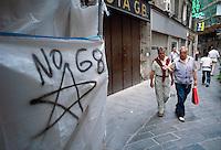 - the star symbol of the terrorist group Red Brigades appeared on the Genoa walls  in the days before the G 8 summit of 2001....- la stella simbolo del gruppo terrorista Brigate Rosse apparsa sui muri di Genova nei giorni precedenti il summit G 8 del 2001