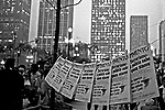 Venda de jornais da imprensa alternativa. SP. 1978. Foto de Juca Martins.