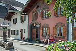 Germany, Upper Bavaria, Werdenfelser Land, Mittenwald: museum for violin making at Ballenhausgasse | Deutschland, Bayern, Oberbayern, Werdenfelser Land, Mittenwald: das Geigebaumuseum in der Ballenhausgasse; hier stehen schoene, alte Haeuser mit kunstvoller Lueftlmalerei