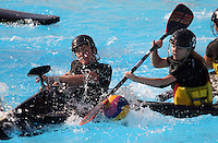 CALI -COLOMBIA-02-08-2013. Aspecto del partido entre Alemania y Nueva Zelanda en la prueba de polo en kayak en el marco de los Juegos Mundiales Cali 2013 realizado en la ciudad de Cali./ Aspect of the match between Germany and New Zeland in canoe polo competition during the World Games Cali 2013  at Cali city  Photo: VizzorImage/Juan C. Quintero/STR