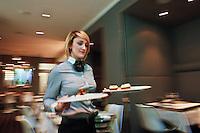 Europe/France/Rhône-Alpes/38/Isére/Grenoble: Service au Restaurant: Louis 10, au Park Hotel [Non destiné à un usage publicitaire - Not intended for an advertising use]