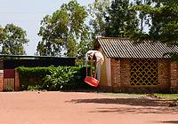 RUANDA, Butare, health center Gikonko, a battery powered zipline drone deliver blood conserve and medicals in parcel with parachute to rural clinics / RUANDA, Butare, Krankenstation Gikonko, Bestellung von Blutkonserven per Drohne, Ankunft der Drohne und Abwurf des Pakets mit einem kleinen Fallschirm