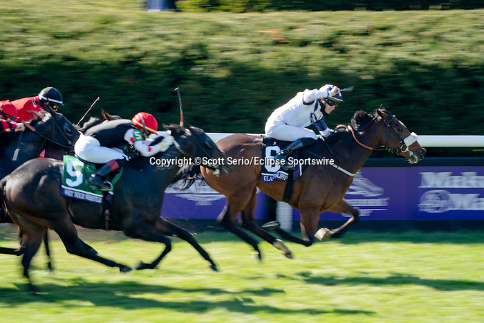 November 7, 2020 : Glass Slippers, ridden by Tom Eaves, wins the Turf Sprint on Breeders' Cup Championship Saturday at Keeneland Race Course in Lexington, Kentucky on November 7, 2020. Scott Serio/Eclipse Sportswire/Breeders' Cup/CSM