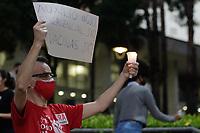 Campinas (SP), 20/04/2021 - Ato Mortes Covid-19 - A Frente Brasil Popular de Campinas, conjuntamente com diversas organizações, realizou no final da tarde desta terça-feira (20), na escadaria da Prefeitura de Campinas, no interior de São Paulo, um ato silencioso em memória às mais de 370.000 vítimas da Covid-19 no Brasil.
