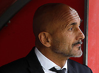 Calcio, Serie A: Napoli vs Roma. Napoli, stadio San Paolo, 15 ottobre. <br /> Roma's coach Luciano Spalletti waits for the start of the Italian Serie A football match between Napoli and Roma at Naples' San Paolo stadium, 15 October 2016. Roma won 3-1.<br /> UPDATE IMAGES PRESS/Isabella Bonotto