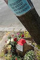 Mahnwache fuer Burak Bektas.<br /> Am Donnerstag den 5. Mai 2016 versammelten sich Angehoerige und Freunde des am 5. April 2012 ermordeten Burak Bektas in Berlin-Neukoelln an der Stelle, an der ein Unbekannter ihn 2012 erschossen hat. Der Unbekannte schoss in der Nacht zum 5. April 2012 fuenfmal wortlos auf eine Gruppe von Jugendlichen. Der 22jaehrige Burak Bektas erlag noch am Tatort seinen Verletzungen, zwei seiner Freunde wurden lebensgefaehrlich verletzt.<br /> Die Familie von Burak und Freunde forderten nach ueber zwei Jahren angeblich erfolgloser Ermittlungen der Berliner Polizei Aufklaerung ueber die Ermittlungsarbeit und etliche Ungereimtheiten bei den Ermittlungen.<br /> 5.5.2016, Berlin<br /> Copyright: Christian-Ditsch.de<br /> [Inhaltsveraendernde Manipulation des Fotos nur nach ausdruecklicher Genehmigung des Fotografen. Vereinbarungen ueber Abtretung von Persoenlichkeitsrechten/Model Release der abgebildeten Person/Personen liegen nicht vor. NO MODEL RELEASE! Nur fuer Redaktionelle Zwecke. Don't publish without copyright Christian-Ditsch.de, Veroeffentlichung nur mit Fotografennennung, sowie gegen Honorar, MwSt. und Beleg. Konto: I N G - D i B a, IBAN DE58500105175400192269, BIC INGDDEFFXXX, Kontakt: post@christian-ditsch.de<br /> Bei der Bearbeitung der Dateiinformationen darf die Urheberkennzeichnung in den EXIF- und  IPTC-Daten nicht entfernt werden, diese sind in digitalen Medien nach §95c UrhG rechtlich geschuetzt. Der Urhebervermerk wird gemaess §13 UrhG verlangt.]