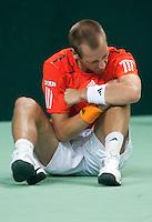 07-05-10, Tennis, Zoetermeer, Daviscup Nederland-Italie, Thiemo se Bakker  vertrekt van pijn nadat hij is gevallen in de tweede set