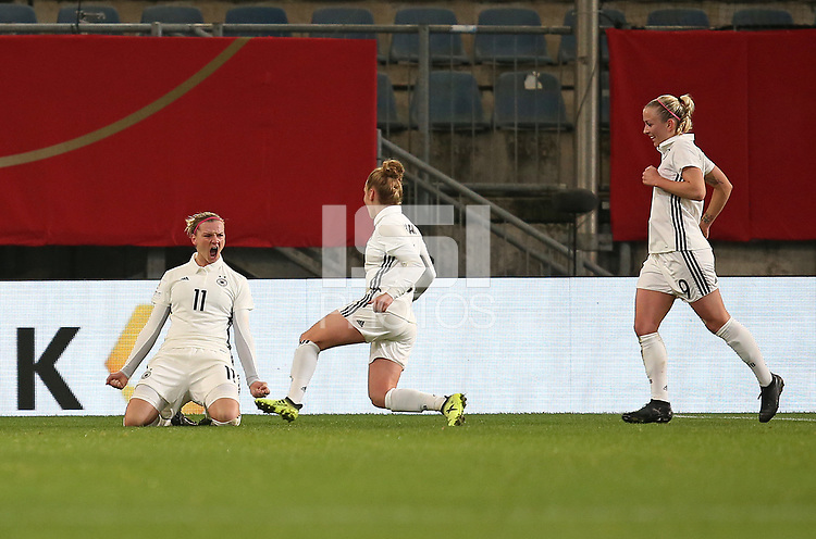 24.11.2017, Football Frauen Laenderspiel, Germany - France, in der SchuecoArena Bielefeld. Jubel   Alexandra Popp (Germany) , Linda Dallmann (Germany) und Mandy Islacker (Germany) celebrates scoring to 1:0 *** Local Caption *** © pixathlon +++ tel. +49 - (040) - 22 63 02 60 - mail: info@pixathlon.de<br /> <br /> +++ NED + SUI out !!! +++
