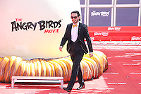 timur rodriguez en photocall pour celebrer avec le film angry birds l ouverture du festival du film a cannes le mardi 10 mai 2016