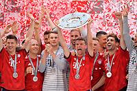 12.05.2018, Football 1. Bundesliga 2017/2018, 34.  match day, FC Bayern Muenchen - VfB Stuttgart, in Allianz-Arena Muenchen. winner ehrung Germanr Meister Bayern Muenchen: Thomas Mueller (FC Bayern Muenchen). *** Local Caption *** © pixathlon<br /> <br /> +++ NED + SUI out !!! +++<br /> Contact: +49-40-22 63 02 60 , info@pixathlon.de
