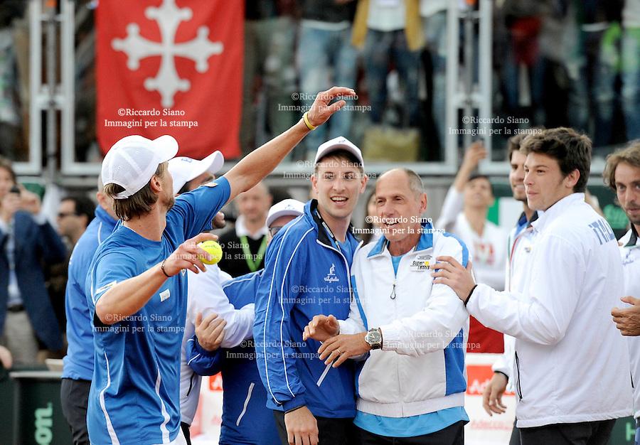 - NAPOLI 6 APR -   Terza  giornata della sfida di Coppa Davis tra Italia e Gran Bretagna, nella foto   l'incontro  tra  Andreas Seppi    contro James Ward l'esultanza degli azzurri