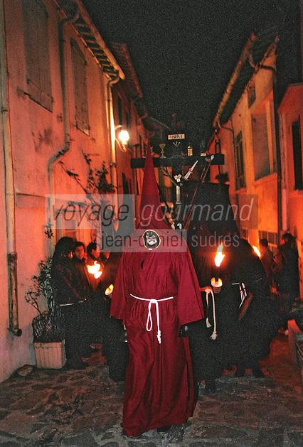 Europe/France/Languedoc-Roussillon/66/Pyrénées-Orientales/Collioure: procession de nuit de la Saint Sanch - Le pénitent<br /> PHOTO D'ARCHIVES // ARCHIVAL IMAGES<br /> FRANCE 1980