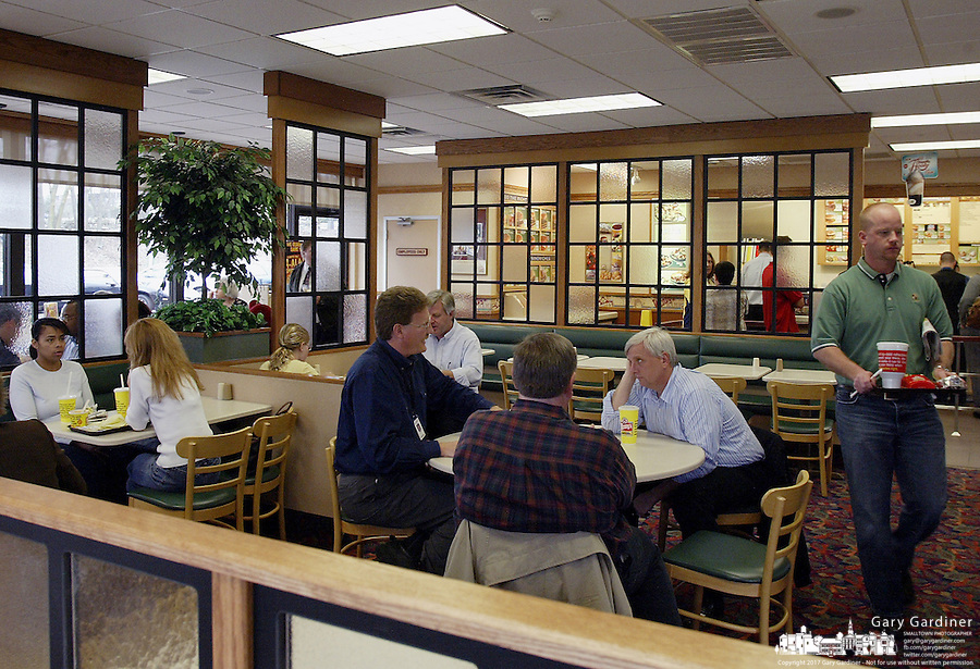 Customers enjoying lunch at a Wendy's restaurant Thursday, Apr. 26, 2007, in Dublin, Ohio.