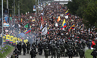 BOGOTÁ - COLOMBIA, 21-11-2019:Disturbios durante el Paro Nacional. /Riots during the National Unemployment. Photo: VizzorImage / Felipe Caicedo / Satff