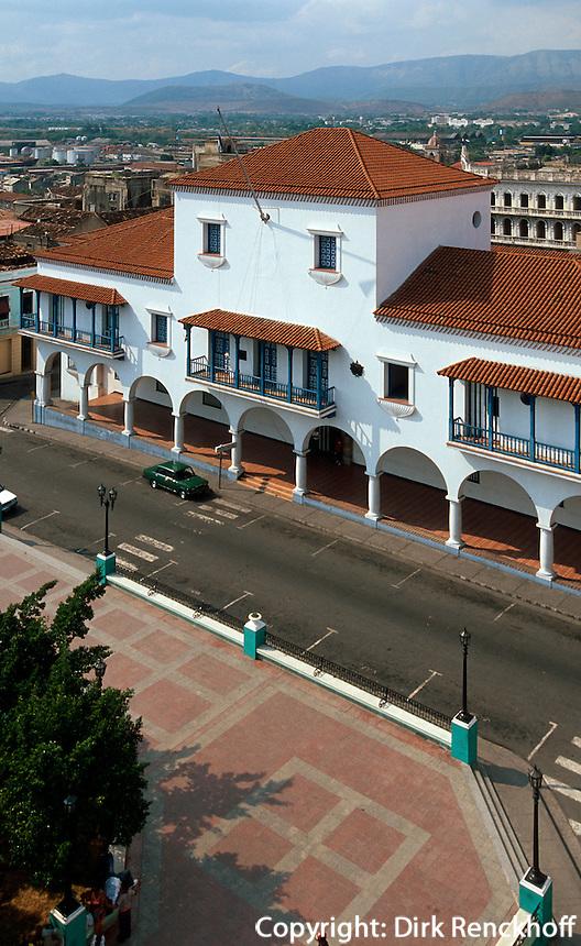 Cuba, Rathaus in Santiago am Parque Cespedes, Provinz Santiago de Cuba