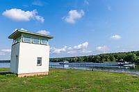 Wachturm an der einstigen DDR-Grenze am Grenzübergang Nedlitz, Bertini-Enge, Potsdam, Brandenburg, Deutschland