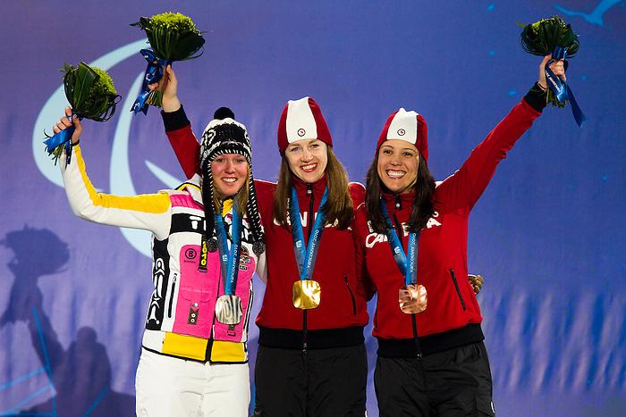 Karolina Wisniewska and Lauren Woolstencroft, Vancouver 2010 - Para Alpine Skiing // Ski para-alpin.<br /> Karolina Wisniewska and Lauren Woolstencroft receive their medals in Para Alpine Skiing // Karolina Wisniewska et Lauren Woolstencroft reçoivent leurs médailles en ski para-alpin. 15/03/2010.
